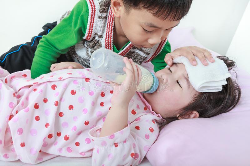 cách chăm sóc em gái bị ốm