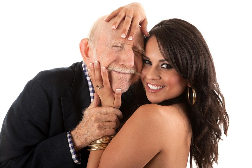 dấu hiệu đàn ông lớn tuổi thích bạn 1